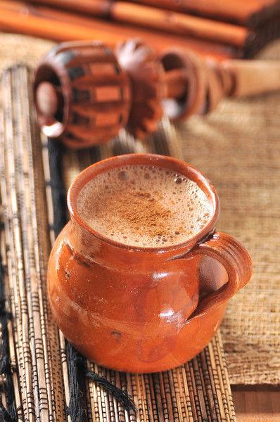 Servir caliente en tazas individuales espolvoreado con canela al gusto.