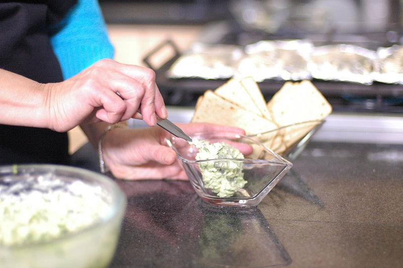 Mezclar bien todo con la ayuda de la cuchara. Rectificar sazón.