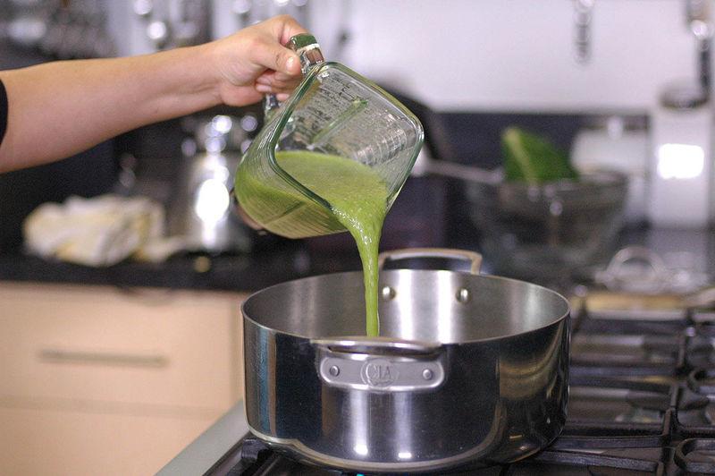 Añadir la salsa y cocer 2 minutos más.