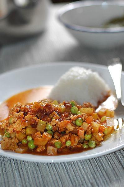 Servir como plato fuerte acompañado de arroz.