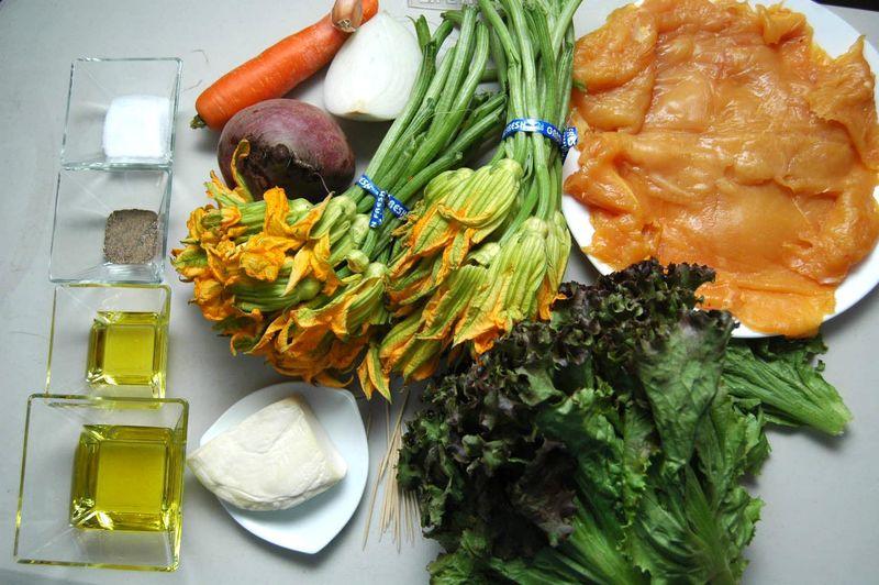Ingredientes para ensalada desinfectante de verduras al gusto sal al gusto aceite de oliva al gusto 1 pieza de lechuga sangría 1 pieza de zanahoria 1 pieza de betabel Ingredientes para relleno 100 gramos de queso panela 1 diente de ajo 1/4 pieza de cebolla blanca 2 manojos de flor de calabaza 2 cucharadas de aceite de oliva Ingredientes para pechuga palillos al gusto pimienta negra molida al gusto sal al gusto 4 piezas de milanesa de pollo