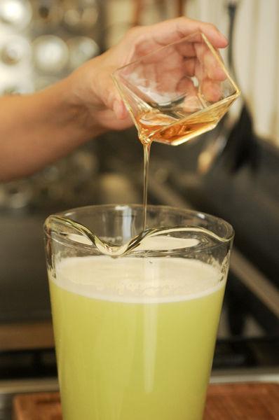 Endulzar con miel de agave al gusto (aproximadamente 3 cucharadas).