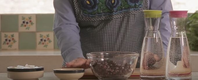 Ingredientes para receta 1/4 taza de azúcar blanca hielo al gusto 1 litro de agua 3 tazas de capulín