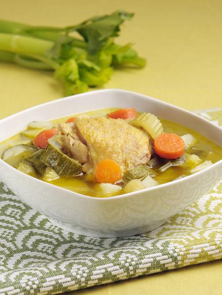 Servir bien caliente. También se puede utilizar como consomé para sazonar otros caldos, sopas o arroz.
