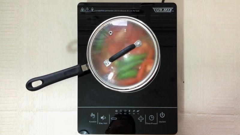 Hervir a fuego alto, apenas empiece a burbujear tapa la olla y apaga la flama, mantener tapado por 10 minutos.