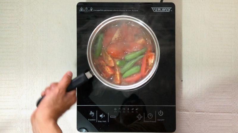 Pasados los 10 minutos retira la rapa y reserve en un lugar alejado del fuego para que se enfríen un poco los ingredientes.