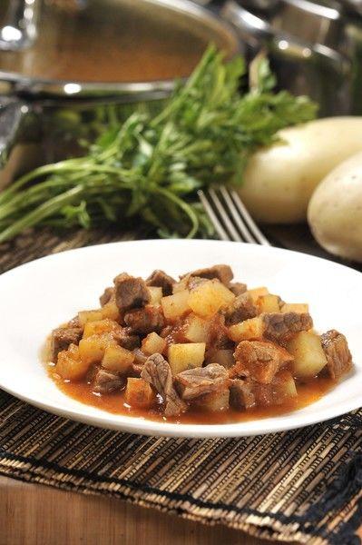 Servir como plato fuerte acompañado de arroz. También se puede servir en taquitos o tostadas.