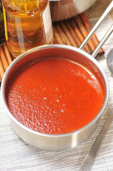 Esta salsa no pica y se utiliza para enchiladas, chilaquiles o guisos como carne deshebrada con papas en cubos. Se puede guardar en congelación hasta dos meses.