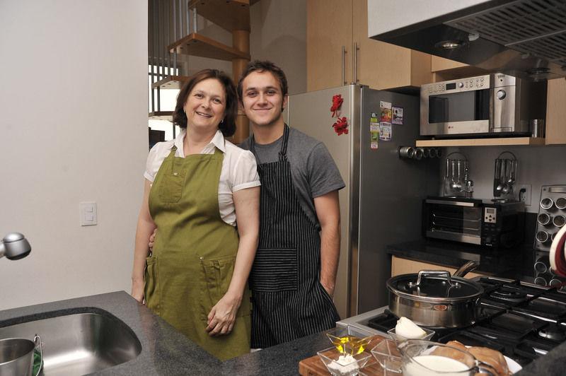 Sonia Ortiz y su hijo David Villarreal.