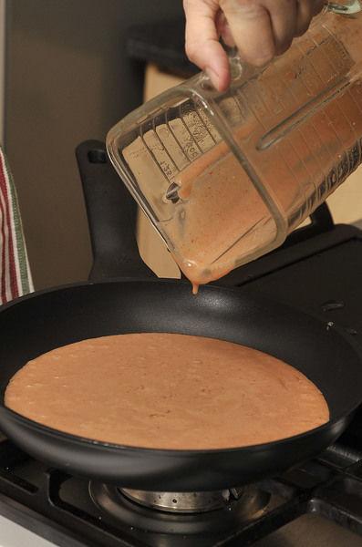 Sofreír los frijoles molidos en una sartén con un poco de aceite. Agregar sal si le hace falta.