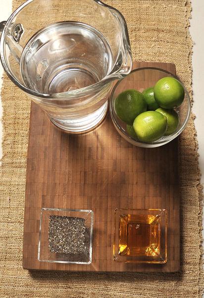 ¼ de taza miel de agave 6 limones 1 litro de agua 3 cucharadas de chía