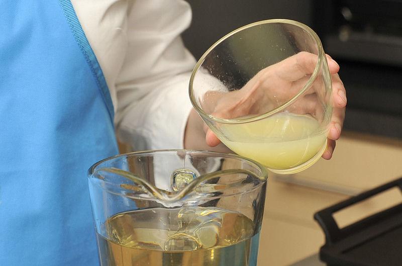 Añadir el jugo de los limones.