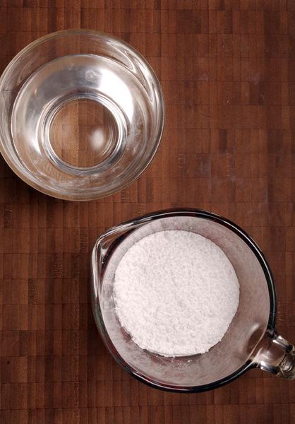 1 taza de azúcar pulverizada 1 taza de agua