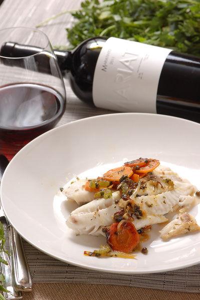 Servir acompañados de arroz blanco, ensalada y maridar con Mariatinto 2011, vino tinto producido y confeccionado en Ensenada por uno de los mejores chef mexicanos, Guillermo González Beristain.