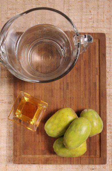 4 tunas 1 litro de agua Miel de agave al gusto