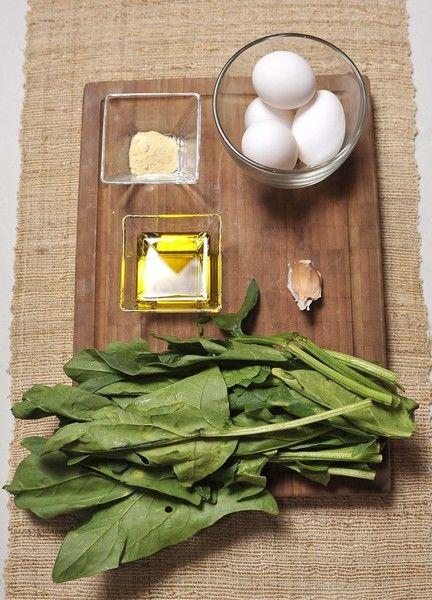 Ingredientes: Pimienta blanca molida Sal Aceite de oliva 4 piezas de Clara de huevo 1 diente de Ajo 1 taza de Espinaca