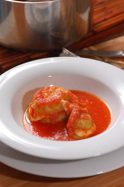 Servir en platos hondos acompañadas con arroz.