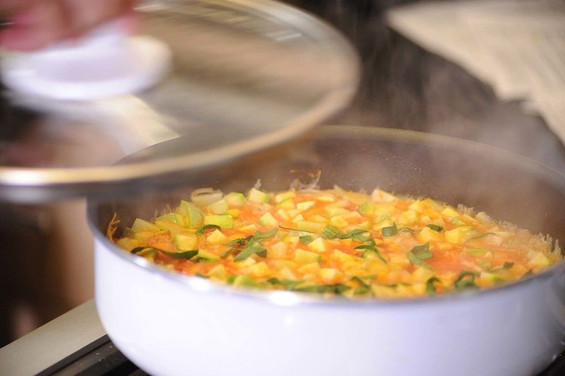Añadir las espinacas y hervir un par de minutos más para que se incorporen todos los sabores.