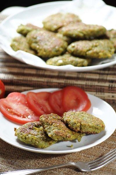 Colocarlas en un plato con servilletas de papel para retirar el exceso de aceite. Servir calientes como plato principal.